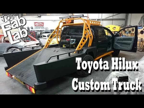 Transformation from a Toyota Hilux in a special motorcycle custom truck
