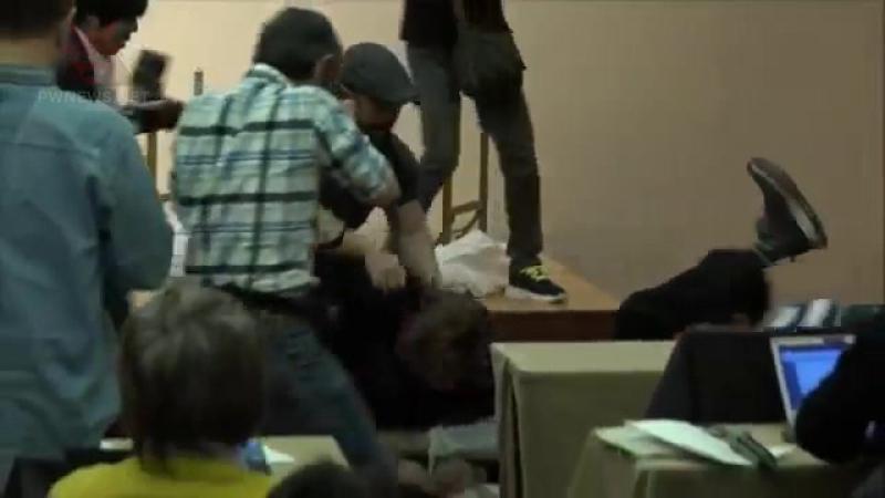 Кенни Омега атаковал Криса Джерико на пресс-конференции WK 12