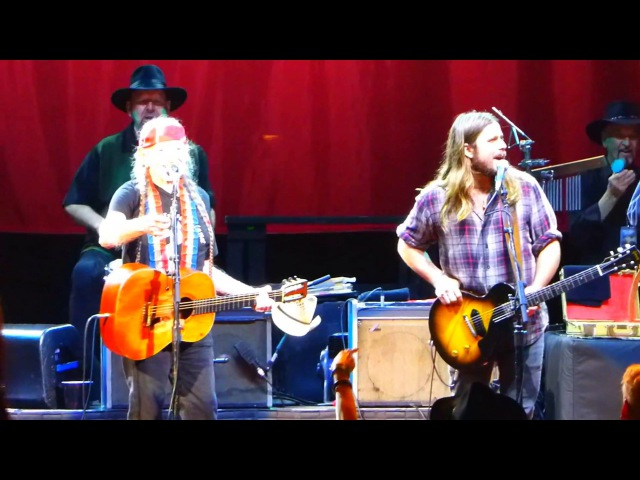 Roll Me Up And Smoke Me When I Die - Willie Nelson The Avett Brothers on 09.15.2017 (live concert)