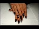 Смотрите, как празднично может выглядеть черный дизайн ногтей