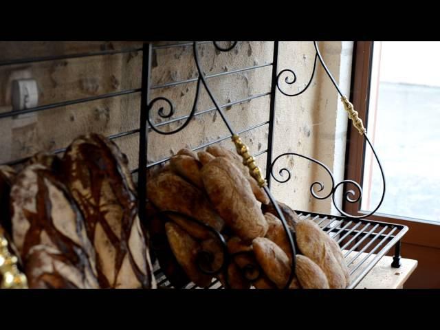 Франция. Хлебная витрина. Суховій. Французский хлеб.