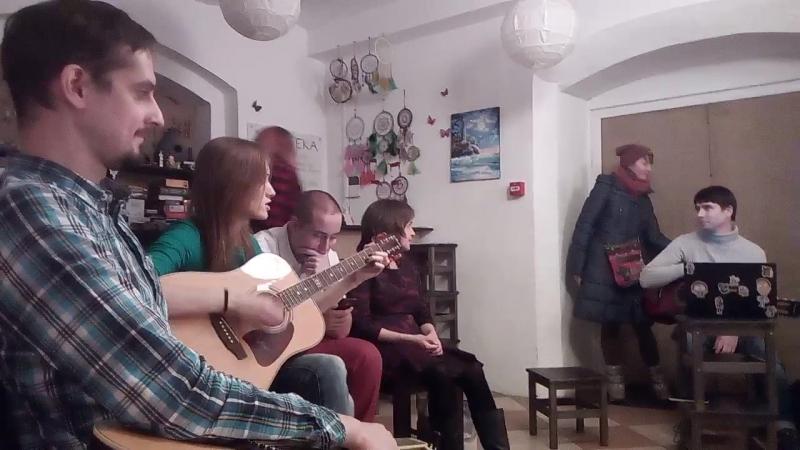 Лена Иванкова на гитарнике