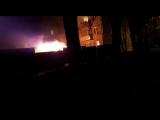 Первомайская 8А, прямо под окнами жилых домов горит строительный вагон!!!