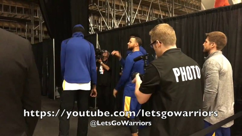 Steph Curry joins pregame tunnel huddle and glimpse of intros from San Antonio prior to Game 4