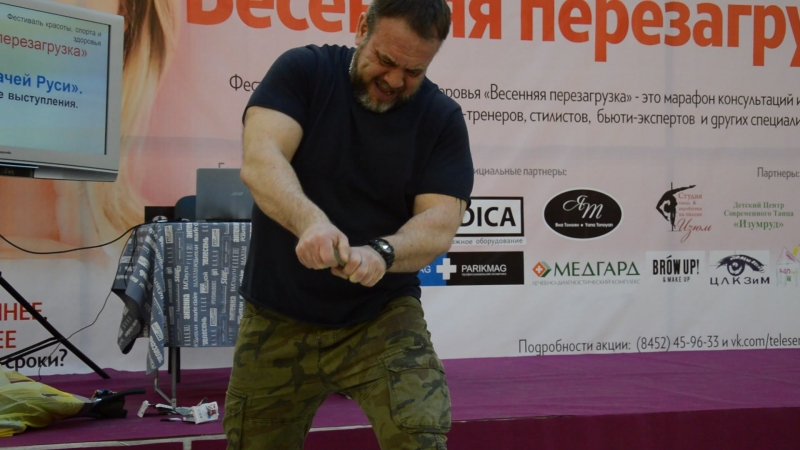 Выступление спортсмены Лиги силачей Руси Александра Аблизина. Чемпион Европы по жиму штанги лёжа.