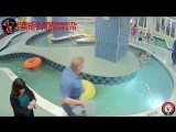 Ребенка затянуло в слив бассейна/The child was dragged into the pool drain