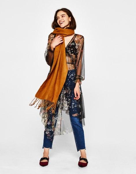 Платье из прозрачной ткани с цветочной вышивкой