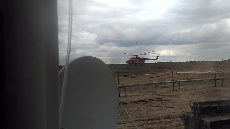 Прибытие механика на вертолете