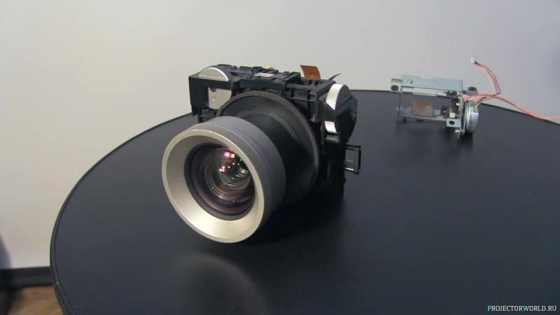 Наглядная демонстрация работы проекционной технологии 3LCD на примере Epson EMP-TW750