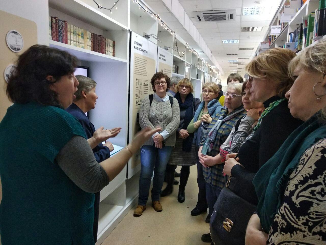 Экскурсию для глухих провели в библиотеке имени Некрасова. Фото: пресс-служба библиотеки имени Некрасова