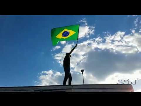No Paraná, multidão vai ao Exército pedir intervenção militar assista