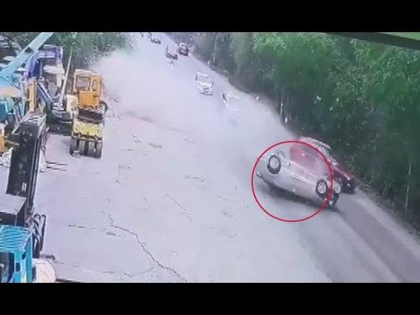 Ô tô vượt ẩu với tốc độ cao, lộn nhào thảm khốc giữa đường