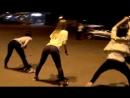 блондинка умничка)красиво танцует