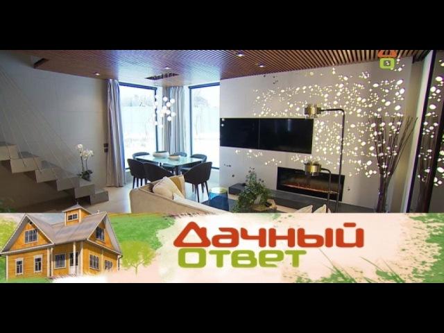 Сверкающая гостиная из натуральных материалов с бесконечным шкафом и кристаллическим камином