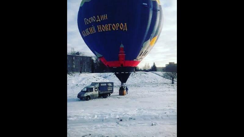 Annatkah16: Коротенькая история о том, как два дяденьки не хотели отпускать шарик в небо