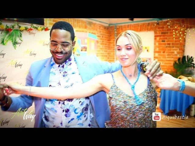 Adonis Santiago y Cristina Bolbat bailando salsa con El Niño y La Verdad