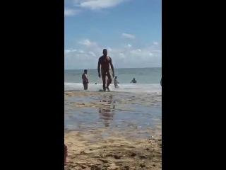 Анатолий на нудистком пляже