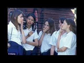 school and collage girls smokeing outdoor in india !! Why Should boys have all the fun.
