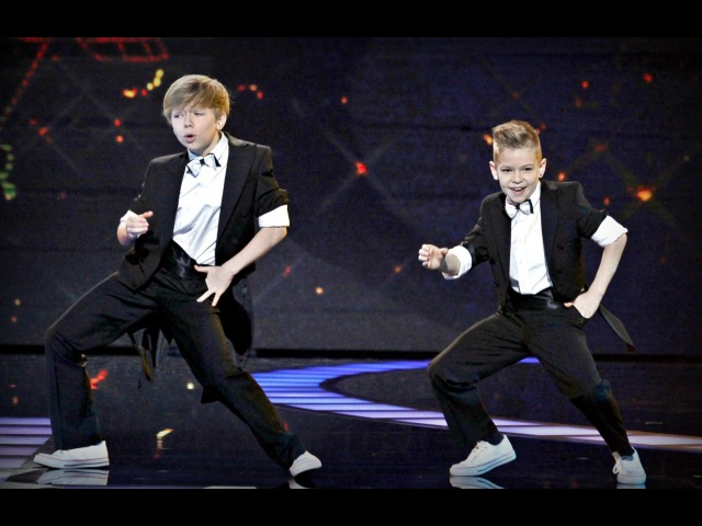 Dwóch młodych tancerzy genialne interpretuje klasyk Freda Astairea