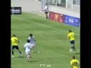 21 летний шотландец в стиле Месси и Марадоны обыграл пятерых соперников и забил гениальный гол