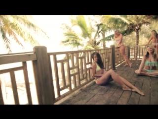 Горячие девочки на пляже