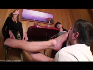 Mistress Maria Femdom Foot fetish Фут-фетиш Вылизывает кблуки нюхает чулки ножки feet slave licking shoe #stockings