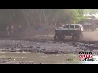 Jeep grand cherokee резвится в грязи