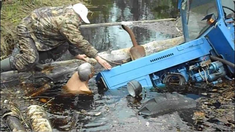 ТРАКТОРИСТ от Бога 80 уровень безбашенные Трактористы Tractor stuck in mud