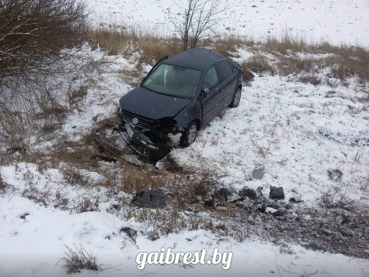 Ляховичский район: в дорожной аварии пострадал пассажир VW