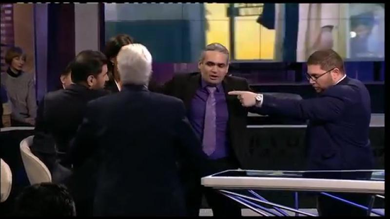 Турецкий журналист устроил потасовку с армянским политологом.