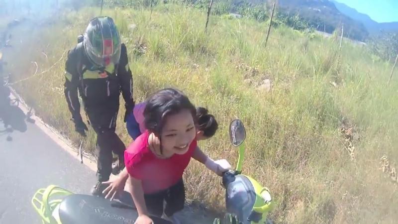 Petit chute en scooter en voulant observer des motards