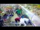 Напал с ножом на посетителей супермаркета