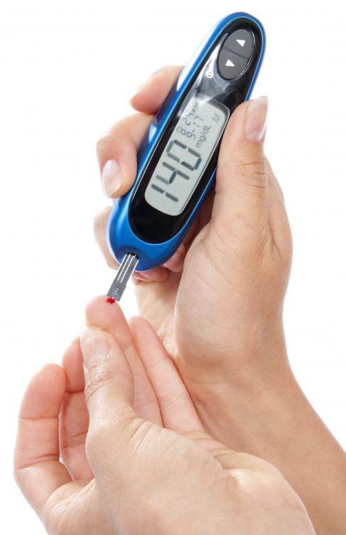 Уровни глюкозы в крови могут быть протестированы с использованием домашних наборов.