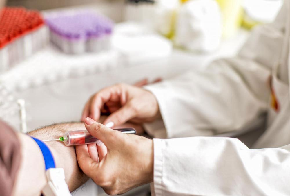 Оральный тест на толерантность к глюкозе (OGTT) требует, чтобы пациент поработал в течение восьми часов до кровопускания.