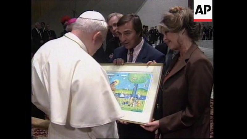 Брижит Бардо на встрече с Папой Римским Иоанном Павлом II в Ватикане 09/27/1995