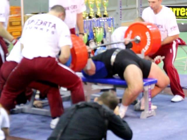 WPC Worlds 2011 - Viktor Naydenov 400 kg 125 category