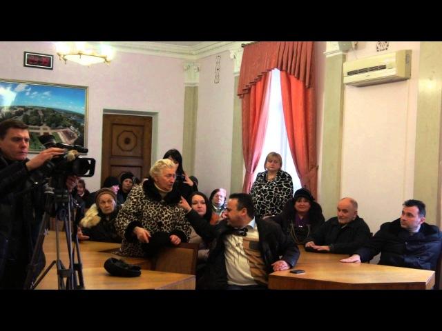 Видео ПН: Защитники памятников в Николаеве грозятся бить приезжих бандеровцев