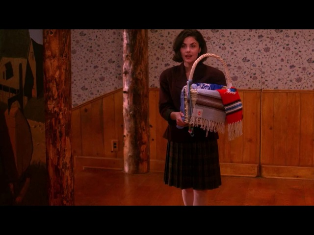 Twin Peaks - Audrey Horne runs into Bobby at the Great Nothern | HD Blu-ray