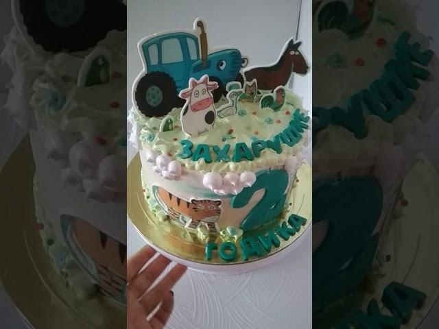 Торт с синим трактором из мультфильма