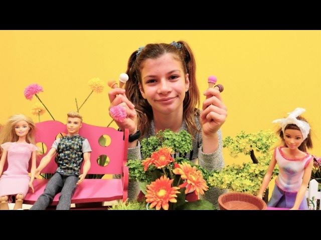 Barbie Ken'i kıskanıyor. Popüler kız oyuncakları