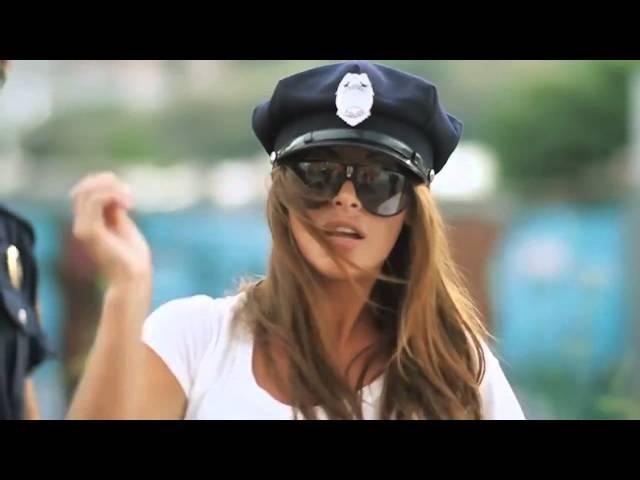 Классная музыка и девушка, ахренеть прикол перед полицией!!