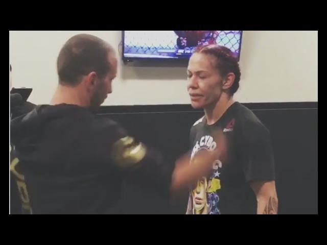 Чемпионка UFC о пощечине от тренера, чемпион чувствует неуважение от UFC