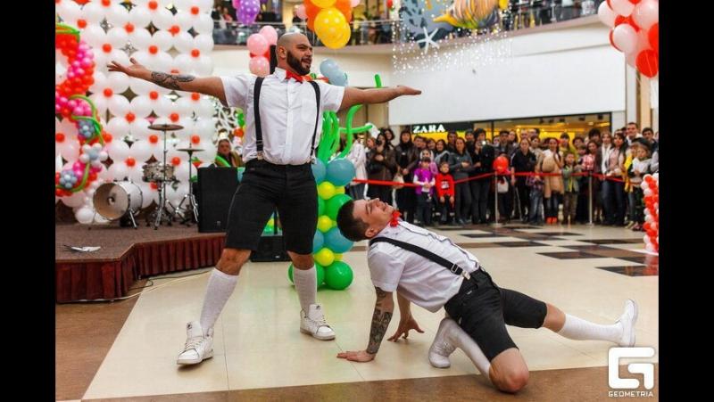 Шоу Танцующие официанты » Freewka.com - Смотреть онлайн в хорощем качестве