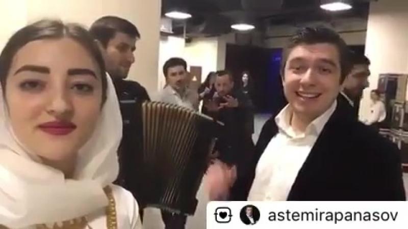 «У родника» на Карачаево-Балкарском языке в исполнении Астемира Апанасова