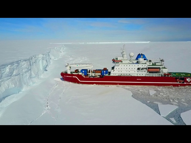 ЛЕДОКОЛ ВО ЛЬДАХ (Icebreaker Agulhas at the Antarctica Iceshelf)