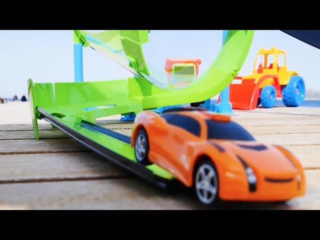 Oyuncak videoları - Speedy ve Bussy sahildeki pistte kızıl ile yarışıyor