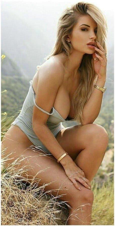 Sexy flligen Frauen fickt in der Turnhalle