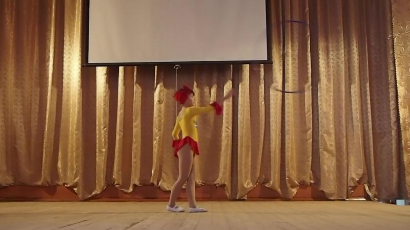 Цирковая студия Серпантин рук Ризина Л М и Ризин В С На сцене Палаева Екатерина