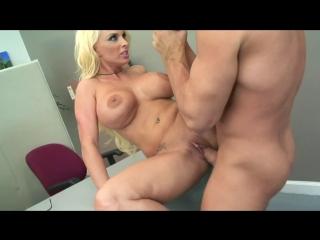 Holly Halston. Жёсткий секс на столе со зрелой, офисной шлюхой. мамка милфа грудь сиськи минет трах порно интим хардкор