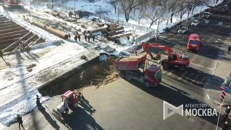 Дорожные работы на месте провала грунта на юго-востоке Москвы